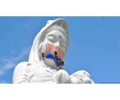 جاپان میں دیوی کے مجسمے کو ماسک پہنا کر کووڈ انیس کے خاتمے کی منت مانی ..