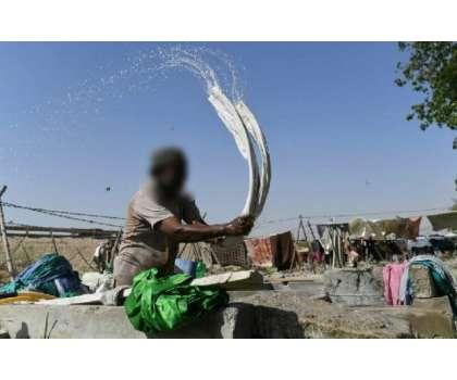 خاتون سے چھیڑ چھاڑ، ملزم کو گاؤں کی خواتین کے6 ماہ  تک کپڑے دھونے کی ..