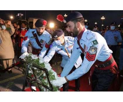 وفاقی پولیس کے 53 شہداء کی یاد میں ڈی چوک پر پروقار تقریب منعقد کی گئی ..
