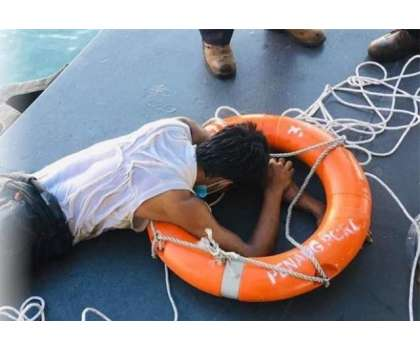 ملائشیا کا نوجوان تیر کر ہزاروں میل دُور مکہ مکرمہ جانے کی کوشش پر گرفتار