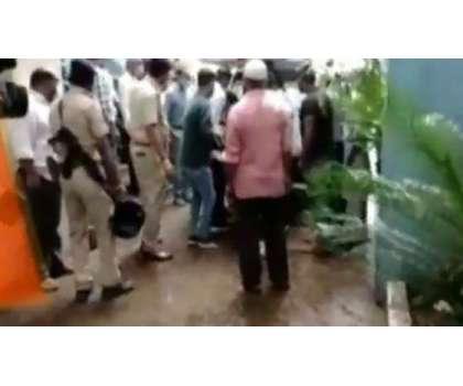 بھارتی گجرات میں گائے کا گوشت رکھنے کے الزام میں مسلمان شہری گرفتاری ..