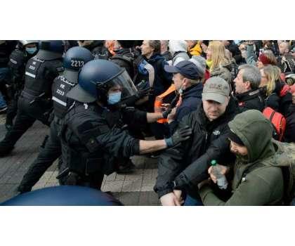 کورونا ویکسی نیشن اور پابندیوں کے خلاف دنیا کے کئی ممالک میں پرتشدد ..