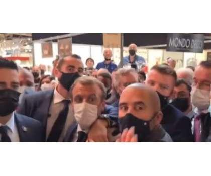 فرانسیسی صدر کو سر عام تھپڑ پڑنے کے بعد اب انڈہ پڑ گیا، ویڈیو وائرل