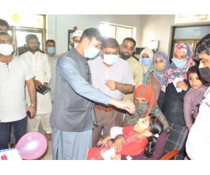 ڈپٹی کمشنر راو پرویز اختر نے ڈسٹرکٹ ہیڈکواٹر ہسپتال کی چائلڈ وارڈ میں پانچ سال سے کم عمر کے بچوں کو پولیو سے بچاؤ کے قطرے پلا کر پولیو مہم کا افتتاح کر دیا