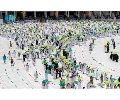 مسجد حرام میں عمرہ سیزن کی تیاریاں تیز ، یومیہ آب زمزم کی ایک لاکھ بوتلوں ..
