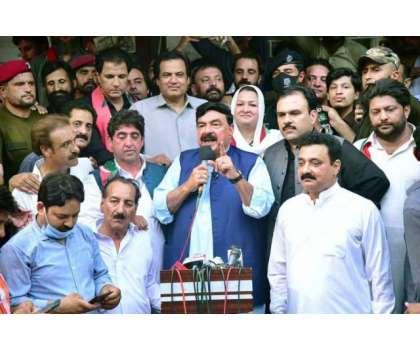 راولپنڈی میں کیش گروپ ہار گیا اور عمران خان جیت گیا ہے، شیخ رشید