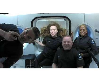امریکی سپیس ایکس میں سوار 4 سیاح تین دن خلا میں گزارنے کے بعد واپس آگئے