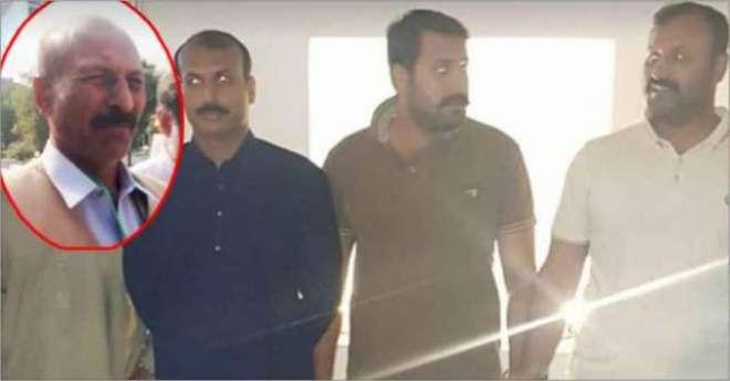 پولیس نے  قبضہ مافیا گروہ کے سرغنہ منشا بم کے تین بیٹوں کو گرفتار کر ..