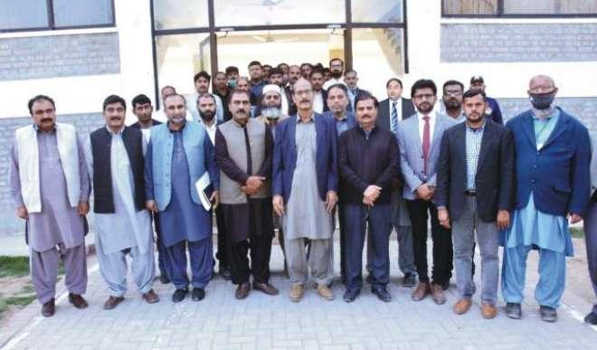 زرعی یونیورسٹی فیصل آباد کے ٹوبہ ٹیک سنگھ کیمپس میں پولٹری کنٹرولڈ ..