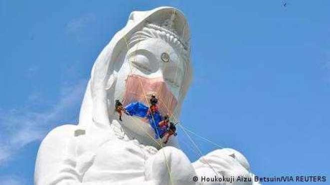 جاپان: دیوی کے مجسمے کو ماسک پہنا کر کووڈ انیس کے خاتمے کی منت مانی گئی