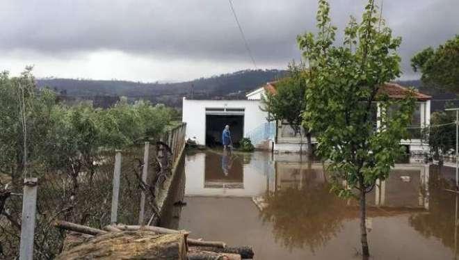 یونان،شدیدبارشوں اور سیلاب کے باعث درجنوں رہائشی و کاروباری عمارتیں ..