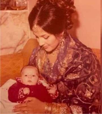 ماؤں کا عالمی دن ، مریم نواز نے اپنی والدہ کے ساتھ بچپن کی تصویر شیئر ..