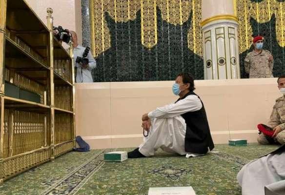 وزیراعظم عمران خان کی روضہ رسول پر افطار کی سعادت، تصاویر سوشل میڈیا ..