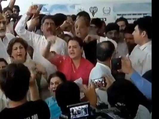 پارلیمنٹ ہاؤس کے باہر پی ٹی آئی کارکنان کی (ن) لیگی رہنماؤں کو دھکے ..