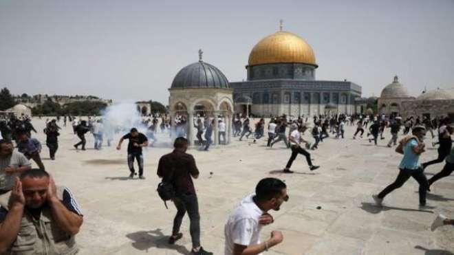اسرائیلی فورسز کا ایک بار پھر مسجد اقصیٰ میں نمازیوں پر حملہ