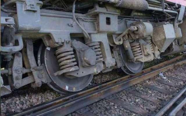 ایک اور ٹرین پٹری سے اتر گئی، کراچی سے پنجاب آنے والی ٹرینوں کی آمد ..