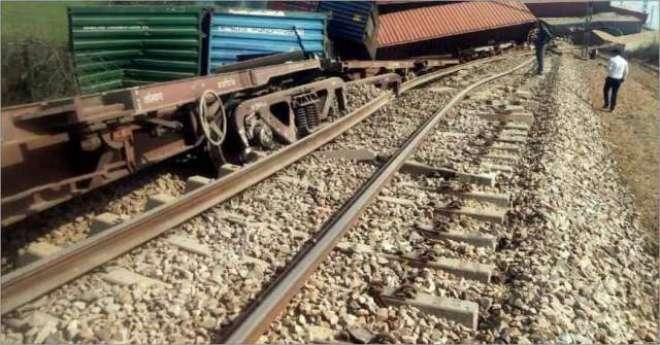 کوئٹہ جانے والی ٹرین پٹڑی سے اُتر کر الٹ گئی