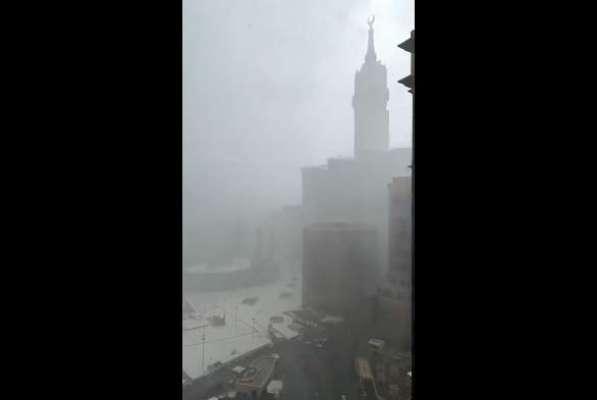 مکہ مکرمہ و دیگر سعودی شہروں میں طوفانی بارش کے بعد الرٹ جاری