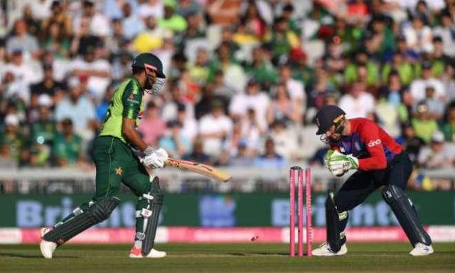 تیسرا ٹی ٹونٹی، پاکستان نے انگلینڈ کو جیت کے لیے 155 رنز کا ہدف دیدیا