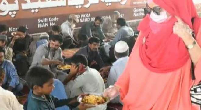 والد کے بیمار ہونے کے بعد لنگر سے کھانا کھانے والی خاتون نے انسانی ہمدردی ..