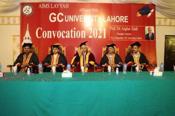 ایمز لیہ کانووکیشن 2021 کے موقع پر واٸس چانسلرجی سی یونیورسٹی لاہور پروفیسر ..