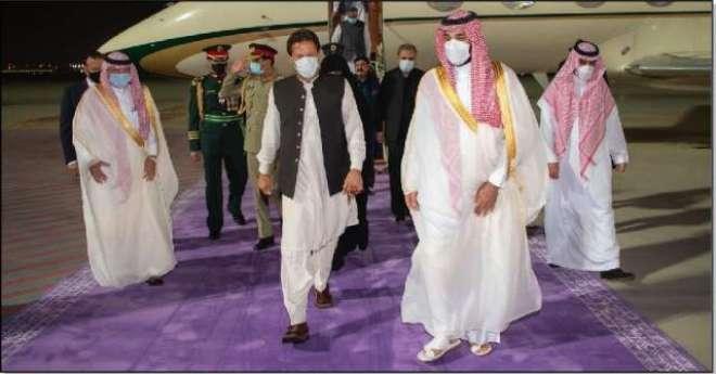 وزیراعظم  کا سعودی عرب آمد پر جامنی رنگ کے کارپٹ پر استقبال کرنے کی ..