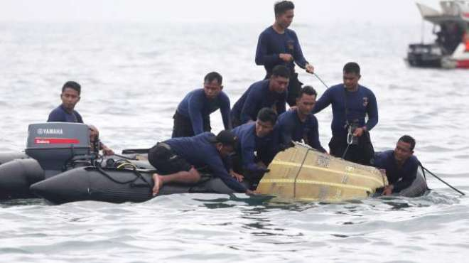 انڈونیشی جہاز کی تلاش میں بڑی پیش رفت،بلیک باکس برآمد کر لیا گیا