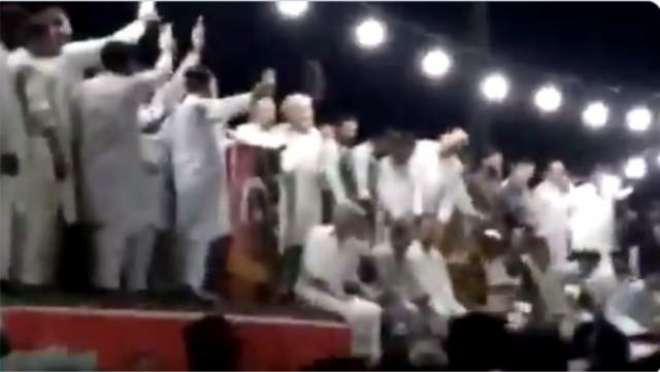 'کسی پولیس افسر کی پرواہ نہ کریں' پرویز خٹک کی جلسے میں آتشبازی کی ..
