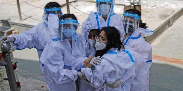 بھارت میں مسلسل 12ویں روز کورونا کے 3 لاکھ سے زائد کیسز رپورٹ وبا سے متاثرین کی تعداد دوکروڑ ہوگئی، مزید3417افراد موت کے منہ میں چلے گئے،بھارتی وزارت صحت