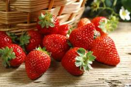 Strawberry - Khush Rang O Khush Zaiqa Sehat Bakhash Phaal