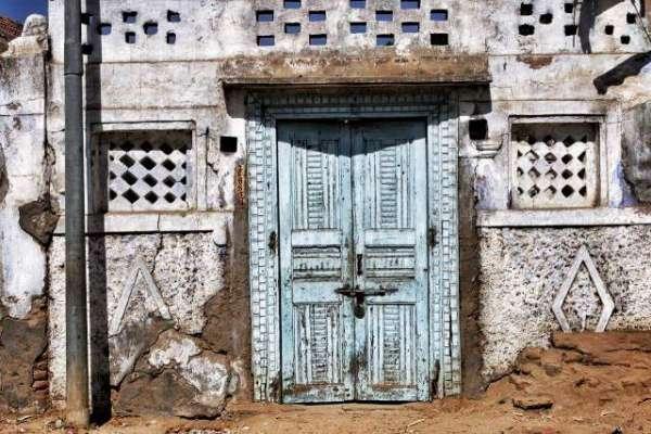 Khawab Main Ghar Ka Aastana Buland Dekhna