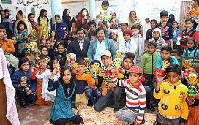 Schooloon Mian Salana Nataij Ki Taqreebaat