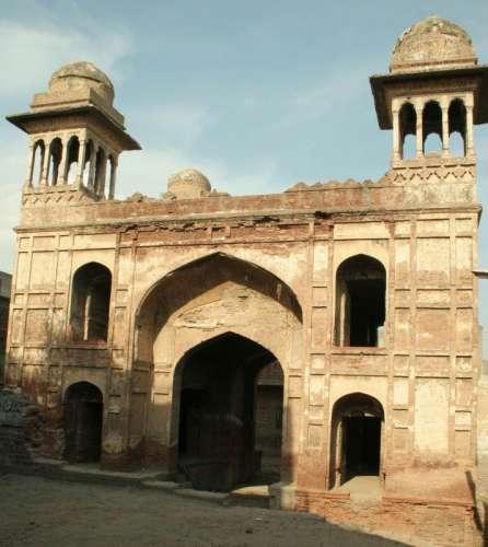 Zaib-un-Nisa Tomb