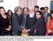 Mansoor Afaq, Ehsan Akbar, Hassan Abbas Raza And Others Cutting Birthday Cake Of Ahmad Faraz Photo Gallery