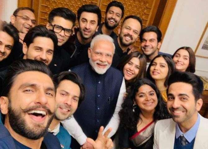 naamwar Bollywood adakar bhi bikao maal ban gaye