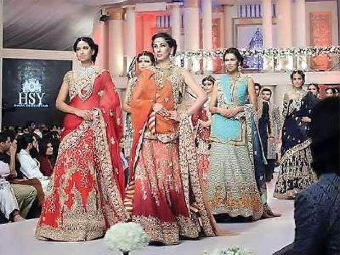 Lahore mein fashion show