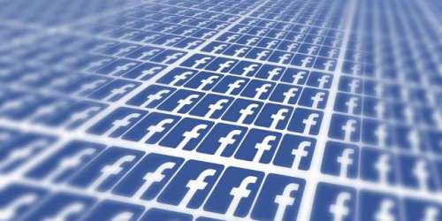 فیس بک میں وٹس ایپ بٹن۔ فیس بک ..