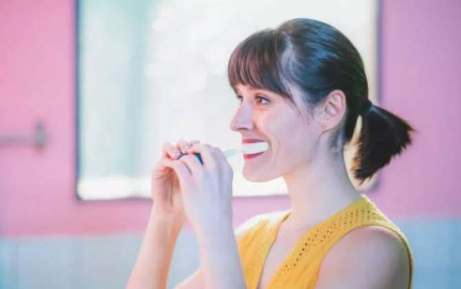 Y-Brush at CES is a toothbrush that cleans your teeth in 10 seconds
