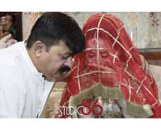 most emotional moment of aiman khan with her father at the time of nikah.
