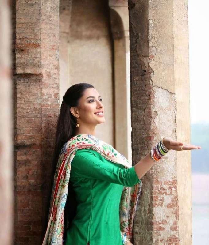 Meerab Movie Releasing This Eid-ul-azha Pc Makeup And Hair - Mehwish