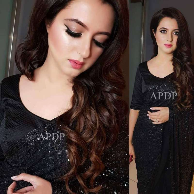 Very Graceful Wife Of Atif Aslam Sara Atif Looks Stunning In Black