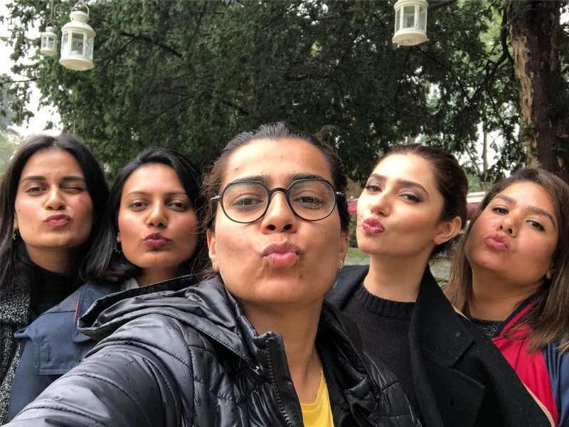 Og Squad P s Love You Bouyss  - Mahira Khan New Photo