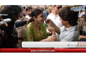 Shah Rukh Khan Banarsi Paan Se Lutf Andoz Huway Na Rah Sakay. Amrica Main Mazooron K Liay Water Park
