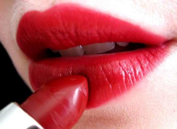 Lipstick Ka Istimaal Kab Tak Kiya Ja Sakta Janiye