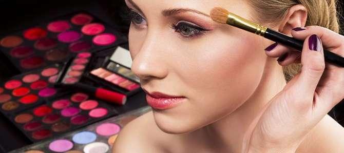 Makeup Ka Intikhab Kin Baton Ko Madenazar Rakh Ke Kiya Jaye