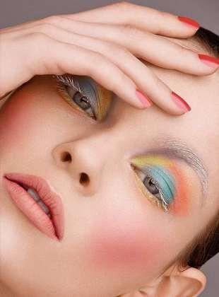 Pastel Makeup Ki Mahir Khud Banain