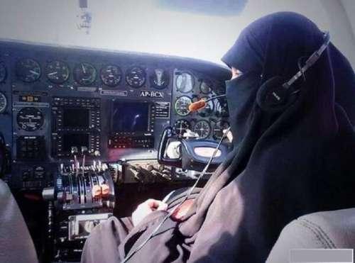 ماضی کی پاکستان کی پائلٹ خواتین ..
