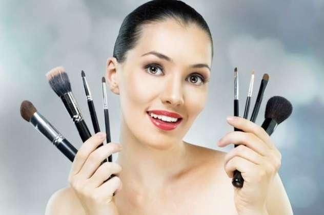 Aik Bar Makeup Kareen Or Kayi Saal K Liye Farigh Ho Jayeen