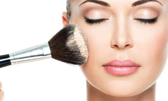 Make Up Brush Kaise Saaf Kiya Jaye