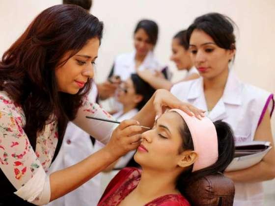 Banaao Singhar ( Make Up ) Karne Ke Behtar Andaaz